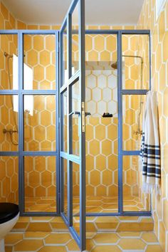 The walls and floor of this summery bathroom are lined in Popham Design's Hex Long Shadow tiles.