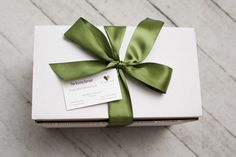Sprout the gift of giving! Eco-friendly, natural gift boxes for various occasions. Every box includes a succulent or air plant and up to two personal gifts. Green Gifts, Spring Rolls, Air Plants, Gift Boxes, Giving, Sprouts, Personalized Gifts, Succulents, Eco Friendly