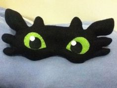 "I dream of dragons . Free tutorial with pictures on how to make a sleeping mask in under 150 minutes by sewing with needle, felt, and felt. Inspired by dragon and night fury ""toothless"". How To posted by choco s. in the Sewing section Difficulty: Simpl. Crochet Toothless, Toothless Costume, Crochet Projects, Sewing Projects, Diy Masque, Dragon Mask, Sewing Patterns, Crochet Patterns, Crochet Eyes"