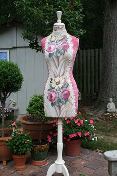 Dress Form, very, very pretty Dress Form Mannequin, Mannequin Heads, Diy Dress, Dress Up, Frida Art, My Sewing Room, Textiles, Sewing Studio, Rose Dress