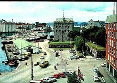 Hordaland fylke Bergen  Bergen Havnen med hurtigrute og Håkonshallen 1970-tallet Utg Grako