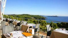 CADRE D'EXCEPTION – Situé au cœur de la presqu'île de Giens, les pieds dans la Méditerranée ou presque, l'hôtel-restaurant Le Provençal-La...