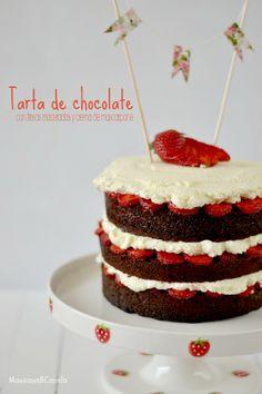 Tarta jugosa de chocolate con fresas maceradas y crema de mascarpone