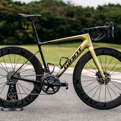 Giant DEFY Advanced Pro, GVA Limited edition, equipped with Cadex 65/65 Wheelset and Cadex Tires  Ready to take off 🚀🚀🚀 #RideLife…