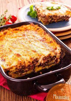 Moussaka o Musaka, una receta griega deliciosa Moussaka o Mu. Mousaka Recipe, Good Food, Yummy Food, Greek Dishes, Cooking Recipes, Healthy Recipes, Greek Recipes, International Recipes, Carne Asada