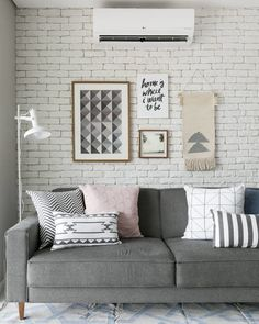 Gray sofa: 85 ideas on how to use this versatile furniture for decoration Elegant Home Decor, Elegant Homes, Interior Design Living Room, Living Room Designs, Simple Living Room Decor, Living Room Pictures, Apartment Interior, Living Room Sofa, Decoration