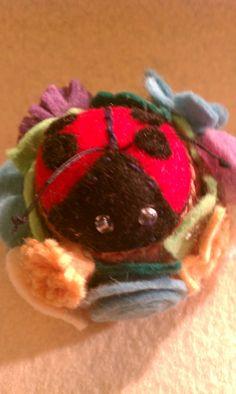 "mini pin cushion ""lady bug""  directions on tipnut.com"
