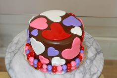 V-day cake Valentines Day Food, Cake Face, How To Make Cake, Cake Decorating, Birthday Cake, Decorations, Cakes, Desserts, Ideas