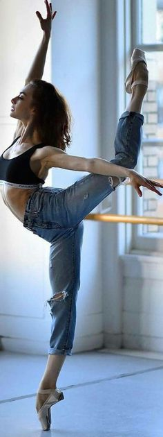 Ballet jeans (is not my lover… She's just a girl who proves that IIIII AM … – Pin 301 Body Photography, Ballet Photography, Photography Kids, Ballet Beautiful, Beautiful Lines, Beautiful Body, Dance Movement, Mode Boho, Dance Poses