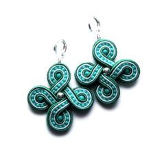 celtica soutache earrings green white and turquoise and by KimimilaArt on Etsy Soutache Pendant, Soutache Necklace, Textile Jewelry, Beaded Jewelry, Recycled Jewelry, Handmade Jewelry, Soutache Tutorial, Denim Earrings, Ideas Joyería