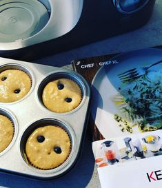 Briose cu faina integrala si afine | Arome de mamica Pancakes, Deserts, Muffin, Breakfast, Food, Morning Coffee, Desserts, Muffins, Meal