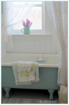 ionwkathy:    (via Aiken House & Gardens: Vintage Style Guest Bath)