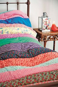 RICE DENMARK – Love this design of simple wide strips as a possibility for vintage sheets with some solids thrown in. Maybe with some hand-quilting! Granny Chic, Striped Quilt, Vintage Sheets, Cozy Bed, Home And Deco, Home Interior, Interior Ideas, Hand Quilting, Quilt Patterns