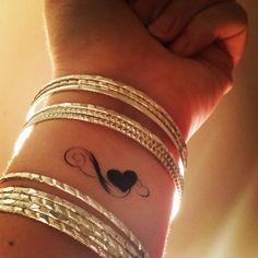 Heart fake tattoo infinity heart tattoo temporary tattoos set 2 love tattoos heart tattoos fake tattoos body art - … ::: This is a set of 2 temporary tattoos ::: … The temporary tattoos measure appox. Wörter Tattoos, Girly Tattoos, Fake Tattoos, Wrist Tattoos, Trendy Tattoos, Body Art Tattoos, Small Tattoos, Celtic Tattoos, Tatoos