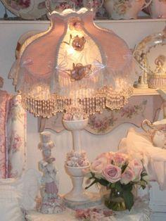 Shabby Chic Furniture – Shabby Chic News Shabby Chic Lamps, Estilo Shabby Chic, Romantic Shabby Chic, Shabby Chic Cottage, Vintage Shabby Chic, Shabby Chic Style, Shabby Chic Furniture, Victorian Lamps, Pretty Room