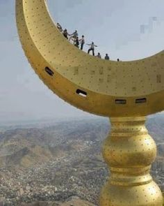 The crescent over the clock tower, Mecca, Saudi Arabia Islamic Images, Islamic Pictures, Islamic Art, Madrid Wallpaper, Islamic Wallpaper, Mekka Islam, Beautiful World, Beautiful Places, Mecca Kaaba