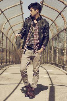 not usually a fan of the grunge look, but he pulls it off!