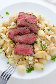 Steak and Blue Cheese Alfredo Gnocchi - ULTIMATE comfort food right here! Mexican Food Recipes, Beef Recipes, Dinner Recipes, Ethnic Recipes, Recipies, How To Cook Gnocchi, Calamari, Tortellini, Blue Cheese