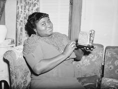 """Hattie McDaniel won the Academy Award for Best Supporting Actress for her role as Mammy in """"Gone With the Wind"""" the first Academy Award won by an African-American Academy Award Winners, Oscar Winners, Academy Awards, Black Actors, Black Celebrities, The First Academy, Oscar Photo, Hattie Mcdaniel, Wind Pictures"""