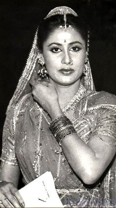 Zoom in (real dimensions: 400 x Vintage Bollywood, Bollywood Actors, Bollywood Celebrities, Beautiful Indian Actress, Beautiful Actresses, Indian Actresses, Actors & Actresses, Indian Goddess, Folk Clothing