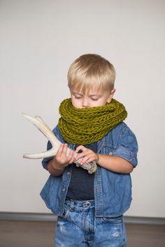 Children's chunky infinity scarf // green от OnwardOnward на Etsy