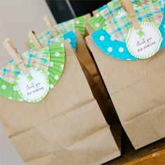 neat way to dress up a goodie bag--with cupcake liners!