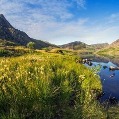 'Llyn Ogwen and Tryfan' by Ian Mitchell Snowdonia National Park, Bubble Art, Sea Level, Travel Mug, Britain, National Parks, Red, Outdoor, Outdoors