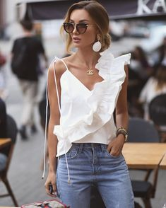 Inspiration : streetstyle_london The post Inspiration : streetstyle_london appeared first on Celebrity Trends Paris Chic, Fashion Week, Fashion Looks, Womens Fashion, Style Fashion, Jeans Fashion, Moda Fashion, Fashion Styles, Casual Outfits