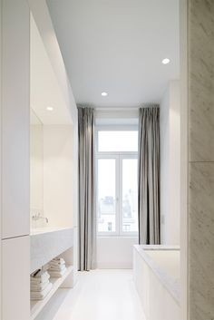 Atelier Carbon - renovatie herenwoning - badkamer carrara marmer - credits Olmo Peeters Washroom Design, Bathroom Interior Design, Downstairs Bathroom, Laundry In Bathroom, Bathroom Design Inspiration, Interior Inspiration, Beautiful Bathrooms, Modern Bathroom, Gypsy Home Decor