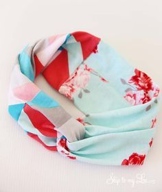 Easy looped headband is a simple turban headband made from knit fabric.Looping the fabric creates a great effect perfect for making a color blocked headband