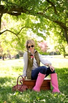 Gingham is the quintessential print for spring and Beth of Seersuckers + Saddles proves it. Whether you're on a springtime picnic or heading out to run errands, gingham and rain boots are two peas in a pod. Pink Hunter Boots, Yellow Rain Boots, Cute Rain Boots, Wellies Rain Boots, Pink Boots, Fur Boots, Cowgirl Boots, Western Boots, Hunter Boots