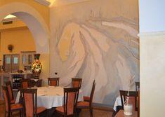 Le decorazioni realizzate a parete, quasi un continuum con l'arredo, regalano un tocco raffinato e arricchiscono gli spazi con sfumature di raffinata eleganza. Painting, Environment, Painting Art, Paintings, Painted Canvas, Drawings
