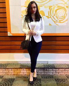 Blazer branco e calça skinny