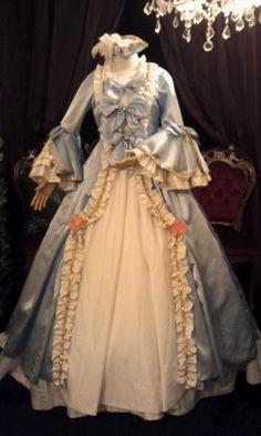 マリーアントワネットのようなドレスが欲しくて作りました。型紙作り、裁断、姫袖、トリコーン作りが一番苦労しました。でも大好評だったので満足してます。|ハンドメイド、手作り、手仕事品の通販・販売・購入ならCreema。