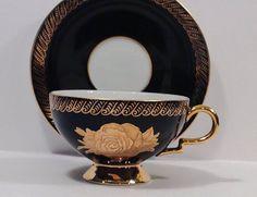 Šálek na čaj * černý porcelán zdobený zlatým okrajem a malovanou zlatou růží ♥