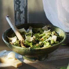 Lauwwarme tuinbonensalade met broccoli en pijnboompitten
