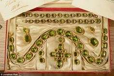 Alt view of A stunning set of gold and peridot jewels, presented in 1816 to Miss Cotes by the Prince Regent of outstanding significance for the study of the history of jewellery in the early 19th century. Jewellers: Rundell, Bridge and Rundell - see nearby pin.