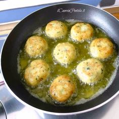 How to make fish balls: fried, baked and with sauce -.-Come fare le polpette di pesce: fritte, al forno e al sugo – Il Cuore in Pentola How to make fish balls: fried, baked and with sauce – Il Cuore in Pentola - Mexican Meat, How To Make Fish, Dinner Dishes, Prosciutto, Carne, Fine Dining, Meat Recipes, Frittata, Fries