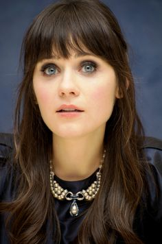 Zooey Deschanel - I WANT this necklace. Please.