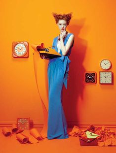 Studies in color. Killing Time Great color blocking shoot for Vogue Italia, fashion photographer Lucia Giacani, did a great editorial for for Vogue June 2011 issue Foto Fashion, Fashion Shoot, Fashion Week, Fashion Art, Fashion Models, Fashion Design, Blue Fashion, Vogue Models, Italy Fashion