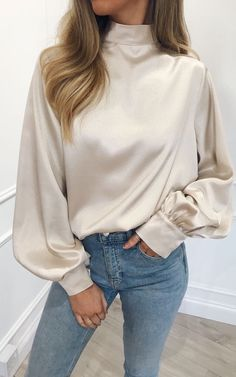 Looking for Blouses? Call off the search with our Elsie Blouse Champagne. Shop unique fashion at SilkFred Blouse Styles, Blouse Designs, Bluse Outfit, White Blouse Outfit, Hijab Fashion, Fashion Outfits, Fashion Fashion, Street Fashion, Hijab Stile
