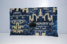 Cartera de tela vaquera en tonos azules y boton de broche-40€