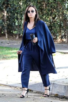 Demi Lovato Reveals Her New Favorite Winter Accessory!: Photo Demi Lovato is totally in love with a new product from a company she and Nick Jonas have been a part of since its creation. Mode Ootd, Mode Hijab, Demi Lovato Style, Demi Lovato Dress, Winter Typ, Idol, Work Wear, Ideias Fashion, Celebrity Style