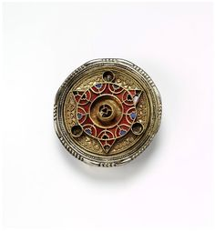 Brooch | V Search the Collections