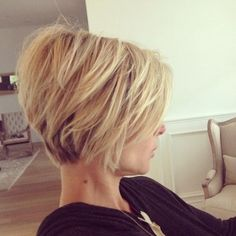 elza pataky - elza pataky Sie sind an der richtigen S. Short Hair With Layers, Short Hair Cuts For Women, Good Hair Day, Great Hair, Medium Hair Styles, Short Hair Styles, Hair Color And Cut, Hair Today, Delaware