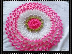 This Pin was discovered by Huz Crochet Applique Patterns Free, Crochet Mandala Pattern, Crochet Flower Patterns, Crochet Squares, Crochet Flowers, Crochet Hammock, Woolen Craft, Crochet Cushion Cover, Crochet Dollies