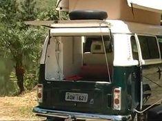 É possível transformar uma Kombi em Motorhome com menos de R$ 3.000 sem a necessidade de mudança do documento do veículo. Bus Camper, Camper Life, Vw Bus, Campers, Kombi Trailer, Kombi Home, Campervan Interior, Cute House, House On Wheels