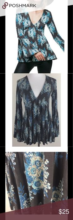 "Free People Speak Easy Floral Top w/ Bell Sleeves Free People Speak Easy Tunic Top Floral Boho Bell Bubble Sleeves Size Medium M  Flowy long sleeve babydoll top in a cute floral print with a super stretchy fabrication Features a V-neckline and femme flared bubble sleeves Gently owned condition - no flaws noted - normal washwear Approximate measurement (laid flat, not stretched) Chest - 17"" across, from underarm to underarm Length - 26"" from shoulder to bottom of shirt Sleeve Length -  29""…"