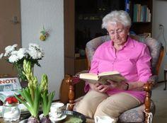 ouderen boek lezen - Google zoeken