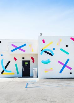 Graphic Encounters by François Aubret Mural Wall Art, Graffiti Wall, Environmental Graphics, Environmental Design, Office Mural, Public Art, Graphic Design Inspiration, Wall Design, Signage